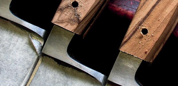 6-brotmesser-franz-guede-mit-griff-aus-olivenholt-vor-der-vernietung